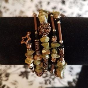 Memory wire chip bead bracelet jo26